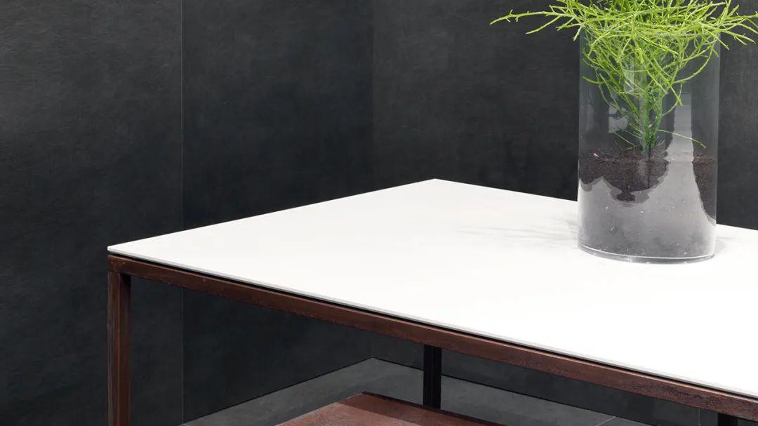 纯白色岩板在建筑装修中的应用